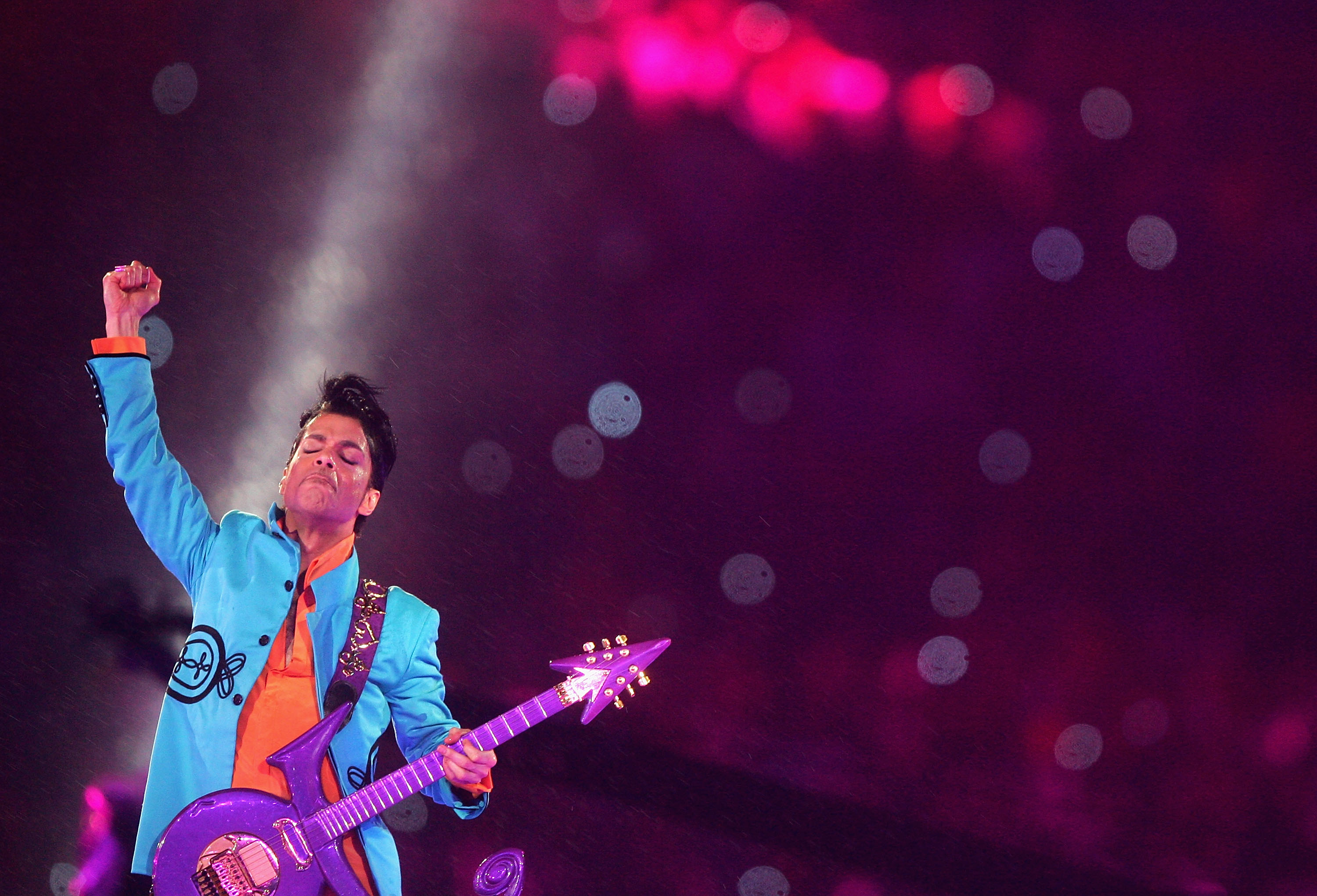 Prince triumphant at the 2007 Super Bowl